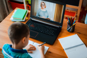 kid-using-remote-learning-tips-duirng-home-school-seshion